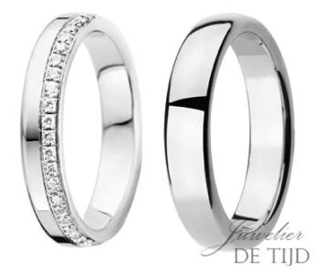 Gouden of platina trouwringen 4 en 5mm breed, met 45 briljant geslepen diamanten