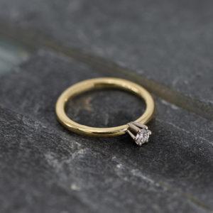 14 karaats geelgouden solitaire ring