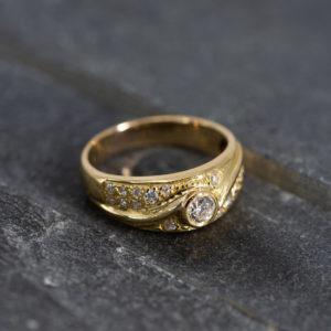 18 karaats geel gouden ring met briljanten