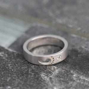 Wit gouden ring verloren baby of kind met as verwerkt