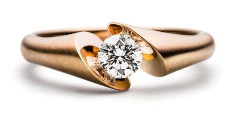 Design solitairering met één briljant geslepen diamant