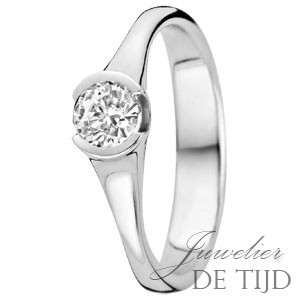 Gouden solitaire ring met briljant geslepen diamant VSI