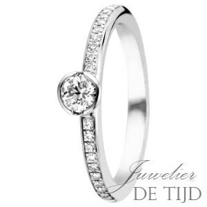 Gouden solitaire ring met briljant geslepen diamant