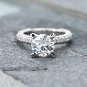 Solitaire ring met één briljant geslepen diamant