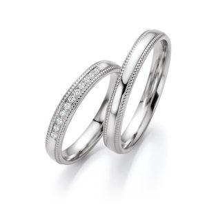 Wit gouden trouwringen met 11 briljant geslepen diamanten