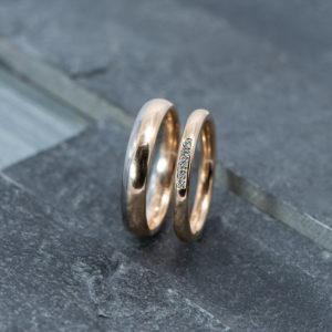 Rosé gouden trouwringen met pavé zetting Henrich&Denzel