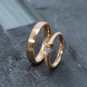 Gouden design trouwringen