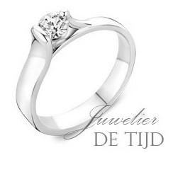 Wit gouden solitaire verlovingsring met briljant geslepen diamant