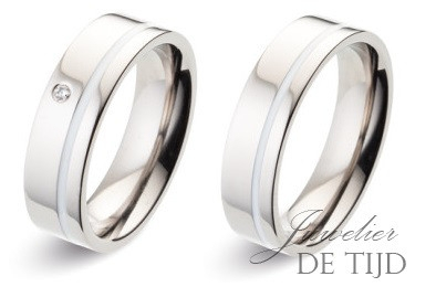 Titanium trouwringen met witte keramiek en briljant