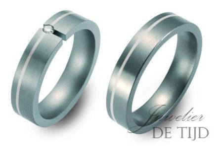 Titanium trouwringen 5mm breed en één briljant geslepen diamant
