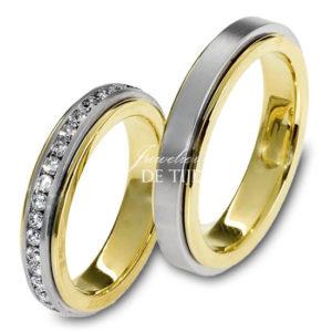 Bi-color geel/wit gouden trouwringen 4,5mm breed met 50 briljanten