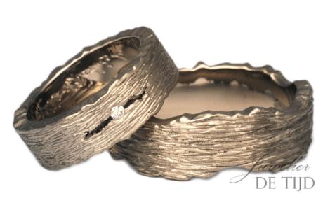 Zand grijs gouden trouwringen met briljant geslepen diamant