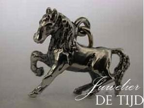 As hanger paard groot zilver of goud