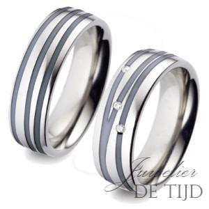 Bi-color titanium/zwarte keramiek trouwringen 7mm breed met drie briljanten