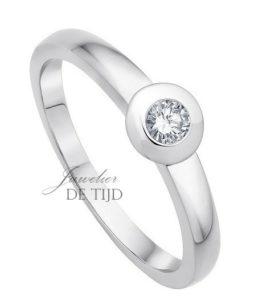 14 karaats wit gouden solitaire ring met 0,05crt briljant geslepen diamant