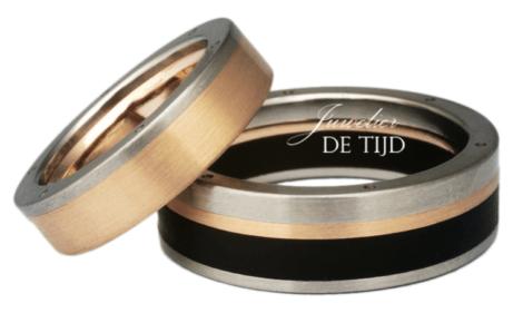Wit, rosé gouden trouwringen met zwart staal