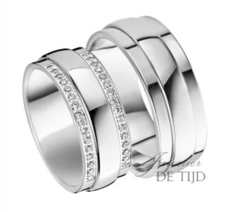 Wit gouden trouwringen 8mm breed met 32 briljant geslepen diamanten