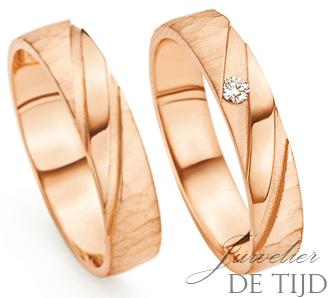 Rosé gouden trouwringen 4,0- en 5,0mm breed met 1 briljant geslepen diamant