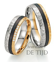 Abrikoos en wit gouden met carbon trouwringen en 7 briljant geslepen diamanten 6mm breed