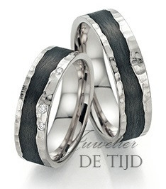 Wit gouden met carbon trouwringen en 3 briljant geslepen diamanten 6mm breed