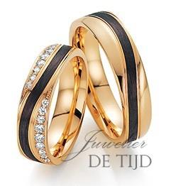 Abrikoos gouden met carbon trouwringen en 18 briljant geslepen diamanten 5,5mm breed