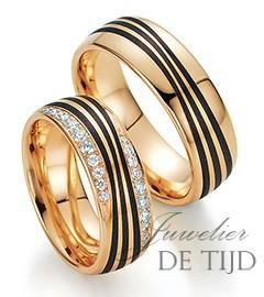 Abrikoos gouden met carbon trouwringen en 22 briljant geslepen diamanten 7mm breed