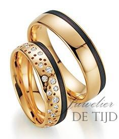 Abrikoos gouden met carbon trouwringen en briljant geslepen diamanten 6mm breed