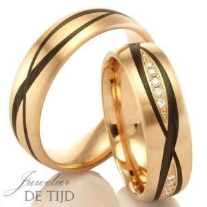 Rood of Abrikoos gouden met carbon Trouwringen en 5 briljant geslepen diamanten 6mm breed