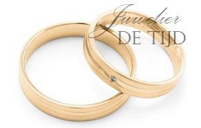Abrikoos gouden trouwringen 4mm breed met 0,01crt briljant geslepen diamant
