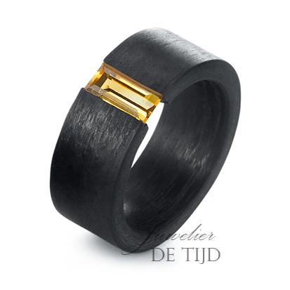 Carbon ring 9mm breed met Citrin steen