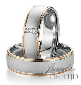 Wit met abrikoos gouden trouwringen 6mm breed met 3 briljant geslepen diamanten