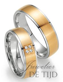 Abrikoos met wit gouden trouwringen 6mm breed met 4 briljant geslepen diamanten