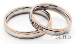 Bi-color wit/rood gouden trouwringen 4mm breed met 5 briljant geslepen diamanten