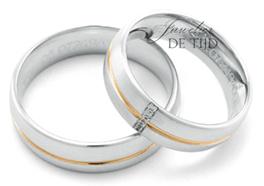 Wit met abrikoos gouden trouwringen 6mm breed met 5 briljant geslepen diamanten