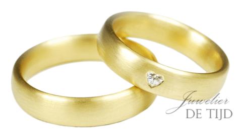 Fairtrade Geel gouden trouwringen met hartvorm geslepen diamant