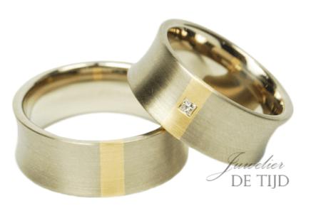 Bi-color trouwringen met princess geslepen diamant