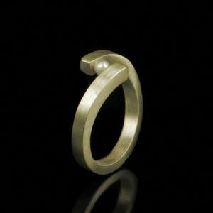 Zilveren of gouden vorkring met briljant geslepen diamant