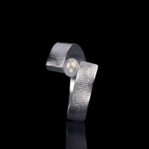Zilveren vorkring-model met parel