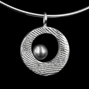 Zilveren of gouden hanger met parel en vingerafdruk