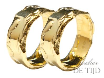 Ambachtelijke fairtrade gouden trouwringen