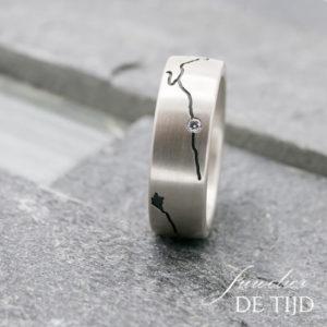 Zilveren ring IJssel met briljant