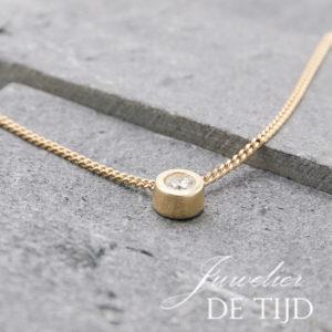 14 karaat gouden hanger met 0,30crt. diamant briljant geslepen
