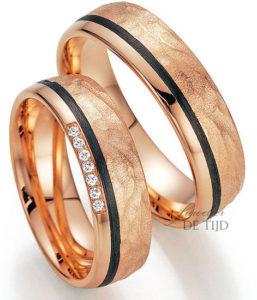 Rood gouden met carbon Trouwringen en 7 briljant geslepen diamanten