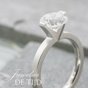 Princess platina solitaire ring met 1,80ct briljant geslepen diamant