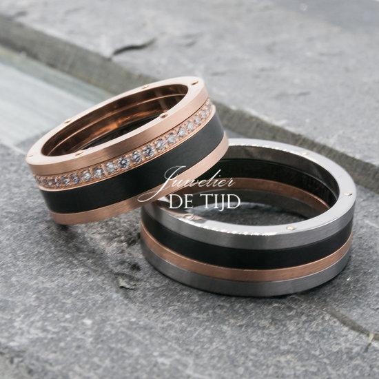 Unieke wit & rosé gouden Trouwringen met zwart staal