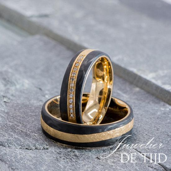 Abrikoos gouden met carbon Trouwringen en 13 briljant geslepen diamant 6mm breed