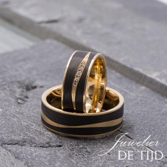 Abrikoos gouden met carbon Trouwringen en 5 briljant geslepen diamanten 7mm breed