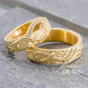 Geel gouden trouwringen met 13 briljant geslepen diamanten