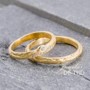 Geel gouden trouwringen met 10 briljant geslepen diamanten