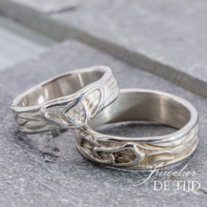 Wit gouden trouwringen met 6 briljant geslepen diamanten